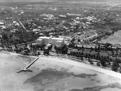 https://imgc.allpostersimages.com/img/posters/fort-montagu-beach-hotel-bahamas-c-1955_u-L-PPQW8O0.jpg?p=0
