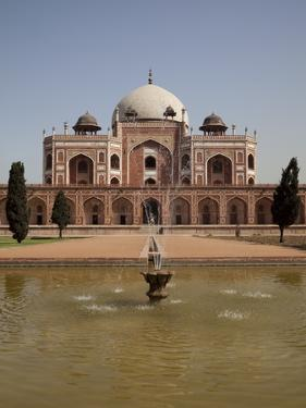 Fountain, Humayun's Tomb, Delhi, India, Asia