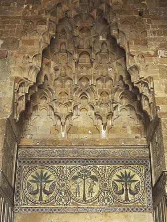 https://imgc.allpostersimages.com/img/posters/fountain-in-central-exedra-in-zisa-12th-century-palermo-italy_u-L-POPEP70.jpg?p=0