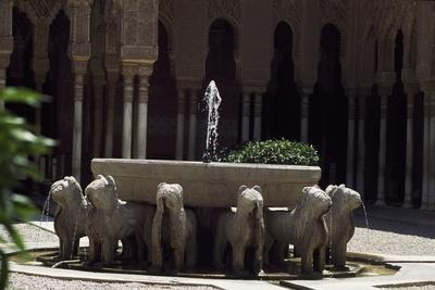 https://imgc.allpostersimages.com/img/posters/fountain-of-palace-of-lions-citadel-of-alhambra_u-L-PPQTQE0.jpg?p=0