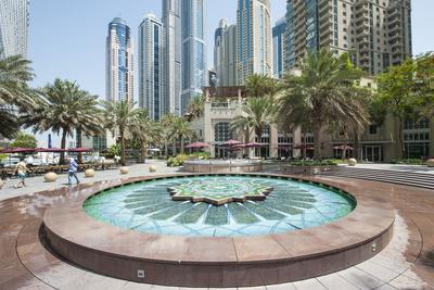https://imgc.allpostersimages.com/img/posters/fountain-on-the-dubai-marina-walk-dubai-united-arab-emirates_u-L-PU3HIB0.jpg?p=0