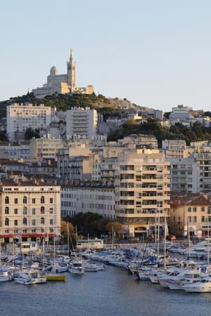 https://imgc.allpostersimages.com/img/posters/france-bouches-du-rhone-marseille-cityscape-and-waterfront_u-L-PU3HIQ0.jpg?p=0