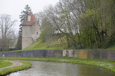https://imgc.allpostersimages.com/img/posters/france-burgundy-nievre-chatillon-en-bazois-old-stone-tower_u-L-PU3HJZ0.jpg?p=0
