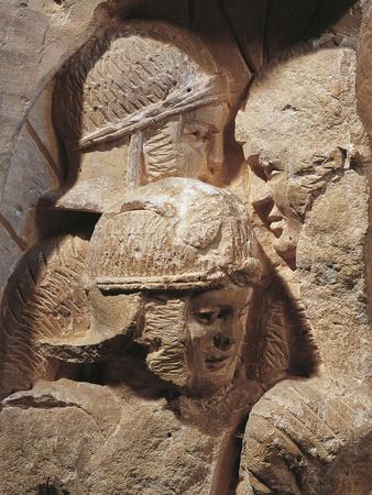 https://imgc.allpostersimages.com/img/posters/france-castrum-saintes-relief-depicting-legionaries_u-L-POPD3H0.jpg?p=0