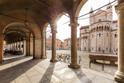 Italy, Italia; Emilia-Romagna; Modena district. Modena. Piazza Grande, the Cathedral (UNESCO World