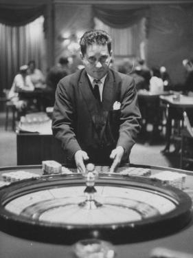 Dealer Roulette at National Casino by Francis Miller