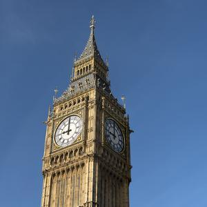 The Tower of Big Ben in London - UK by franckreporter