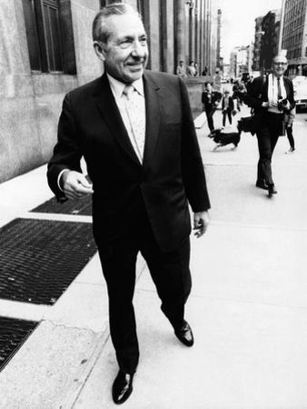 Frank Costello, 78, Organized Crime Boss, Leaves the New York County District Attorney's Office