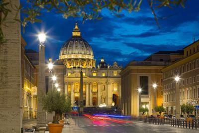 St. Peters and Piazza San Pietro at Dusk, Vatican City, UNESCO World Heritage Site, Rome, Lazio