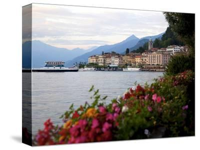 Town of Bellagio and Lake Como, Lombardy, Italian Lakes, Italy, Europe
