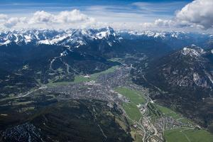 Garmisch-Partenkirchen, Wetterstein Mountains, Wank, Kramer, Burgrain by Frank Fleischmann