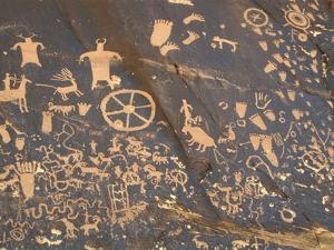 Petroglyphs at Newspaper Rock by Frank Lukasseck