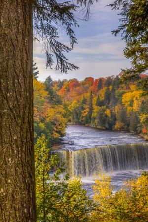 USA, Michigan, Paradise, Tahquamenon Falls State Park, Upper Falls