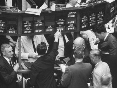 https://imgc.allpostersimages.com/img/posters/frantic-day-at-the-new-york-stock-exchange-during-the-market-crash_u-L-P75GSB0.jpg?p=0