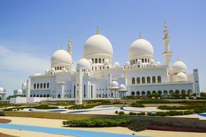 Sheikh Zayed Grand Mosque, Abu Dhabi, United Arab Emirates, Middle East by Fraser Hall