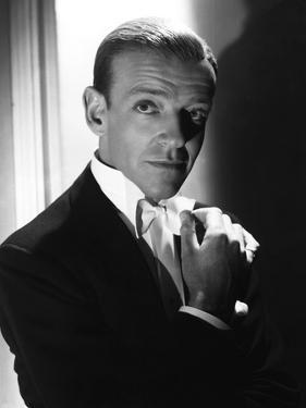 FRED ASTAIRE (b/w photo)