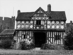 Elizabethan Gatehouse by Fred Musto
