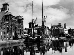 Ipswich Docks by Fred Musto