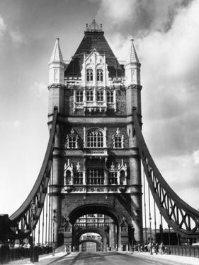 Tower Bridge from Side by Fred Musto