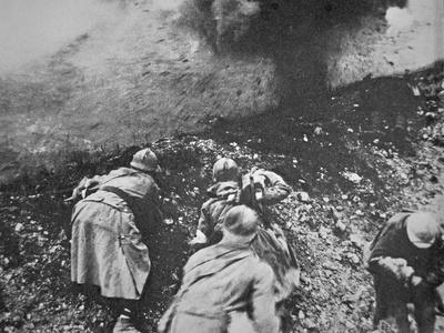 https://imgc.allpostersimages.com/img/posters/french-infantry-under-fire-from-german-artillery-during-the-battle-of-verdun-1916_u-L-PQ2XFS0.jpg?p=0