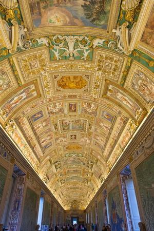 https://imgc.allpostersimages.com/img/posters/frescoes-on-the-ceiling-of-the-gallery-of-the-maps-vatican-museums-rome-lazio-italy-europe_u-L-PQ8RON0.jpg?p=0