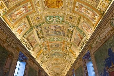 https://imgc.allpostersimages.com/img/posters/frescoes-on-the-ceiling-of-the-gallery-of-the-maps-vatican-museums-rome-lazio-italy-europe_u-L-PQ8S9Z0.jpg?p=0