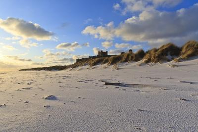 https://imgc.allpostersimages.com/img/posters/fresh-spring-snow-at-dawn-highlight-ripples-and-marks-in-the-sand-beneath-bamburgh-castle_u-L-PQ8N3Z0.jpg?p=0