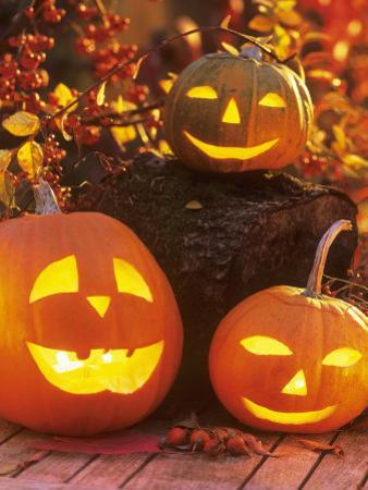 Halloween: Hollowed Out Pumpkins with Candles
