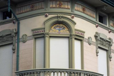 https://imgc.allpostersimages.com/img/posters/frieze-and-art-nouveau-style-window_u-L-PPQK840.jpg?p=0