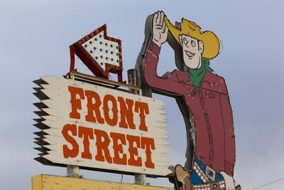 https://imgc.allpostersimages.com/img/posters/front-street-western-town-ogallala-nebraska-usa_u-L-PN6Z1Y0.jpg?artPerspective=n