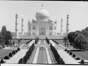 Front View of Taj Mahal in India