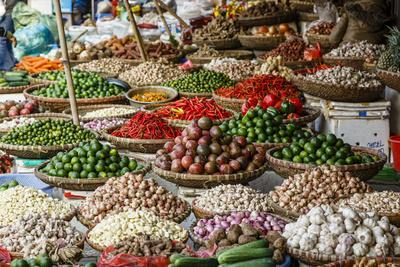 https://imgc.allpostersimages.com/img/posters/fruits-and-vegetables-stall-at-a-market-in-the-old-quarter-hanoi-vietnam-indochina_u-L-PWFLJK0.jpg?p=0