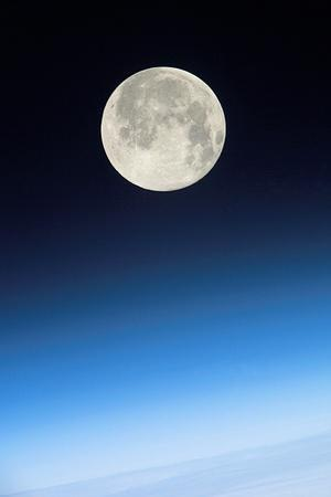 https://imgc.allpostersimages.com/img/posters/full-moon-above-earth-from-the-iss_u-L-PZIRGB0.jpg?artPerspective=n