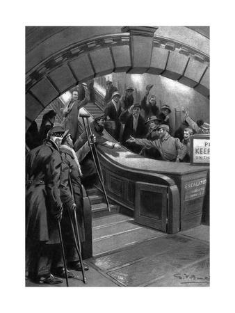French and British Soldiers Meet in London Underground, WW1