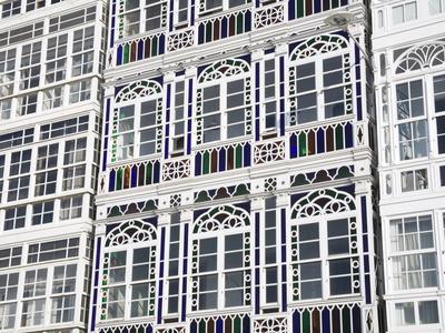 https://imgc.allpostersimages.com/img/posters/galerias-glass-fronted-balconies-on-marina-avenue-la-coruna-city-galicia-spain-europe_u-L-PFNEJI0.jpg?p=0