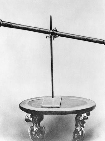 https://imgc.allpostersimages.com/img/posters/galileo-s-telescope-sitting-on-table_u-L-PZP1UP0.jpg?p=0