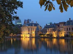 Mauritshuis and Government Buildings of Binnenhof at Night, Hofvijver, Den Haag by Gary Cook