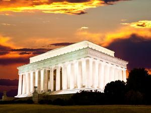 The Lincoln Memorial in Washington Dc by Gary718
