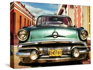 Vintage American car in Habana, Cuba by Gasoline Images