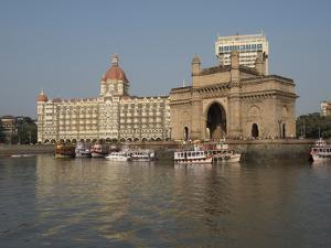 Gateway of India with Taj Mahal Palace and Tower Hotel in the background, Colaba, Mumbai, Mahara...
