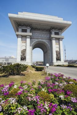 Arch of Triumph, Pyongyang, North Korea (Democratic People's Republic of Korea), Asia by Gavin Hellier