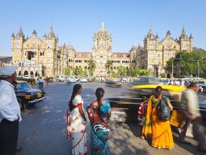 Chhatrapati Shivaji Terminus (Victoria Terminus), UNESCO World Heritage Site, Mumbai, Maharashtra S by Gavin Hellier