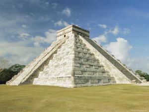 Chichenitza, Mayan Ruins, Yucatan, Mexico, Central America by Gavin Hellier
