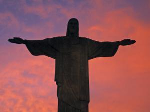 Christ the Redeemer Statue at Sunset, Rio De Janeiro, Brazil by Gavin Hellier