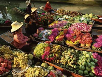 Damnoen Saduak Floating Market, Bangkok, Thailand by Gavin Hellier