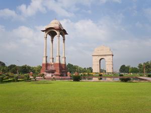 India Gate, 42 Metre High, Eastern End of the Rajpath, New Delhi, Delhi, India, Asia by Gavin Hellier