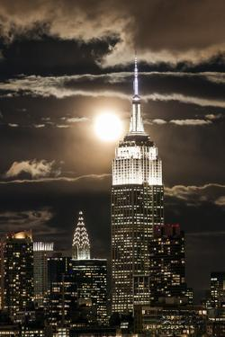 Manhattan, Moonrise over the Empire State Building by Gavin Hellier