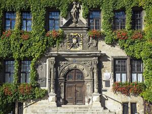 Market Square, Quedlinburg, UNESCO World Heritage Site, Harz, Saxony-Anhalt, Germany by Gavin Hellier