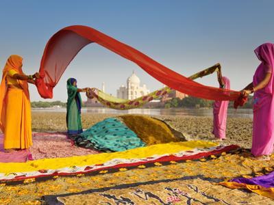 Taj Mahal, UNESCO World Heritage Site, across Yamuna River, Women Drying Colourful Saris, Agra, Utt