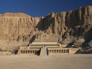 Temple of Hatshepsut, Deir El-Bahri, West Bank, Thebes, Unesco World Heritage Site, Egypt by Gavin Hellier